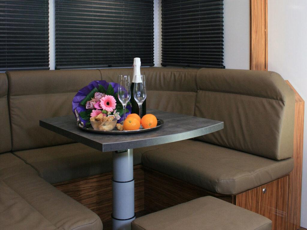Tisch und Sitzbank Campervan